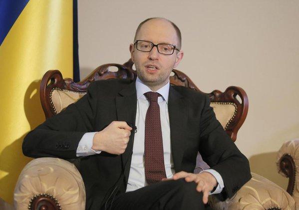 Яценюк списывает украинские долги на ЛНР и ДНР. яценюк премьет-министр Украины