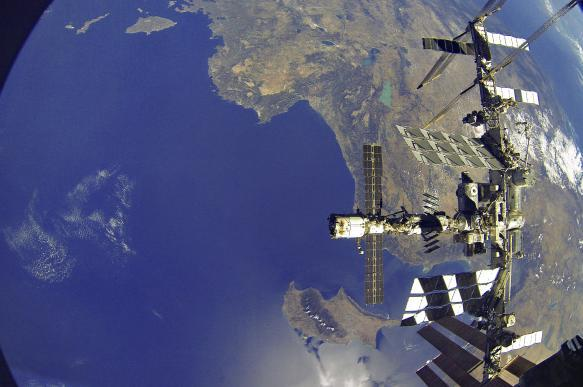 NASA: потерянный в космосе гаечный ключ не разрушит МКС. 395555.jpeg