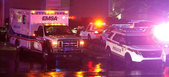 Американец расстрелял полицейского из мощной винтовки. Его штурмуют с бронетехникой. 315557.jpeg