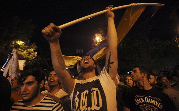 МВД Еревана: Протесты носят мирный характер, о спецсредствах для разгона речи нет. Протест в Ереване