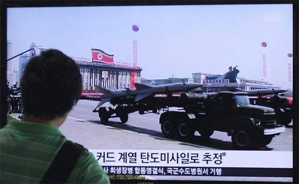 Эксперты США: К 2020 году Ким Чен Ын сможет ударить сотней ядерных боеголовок. Ракеты Северной Кореи на параде