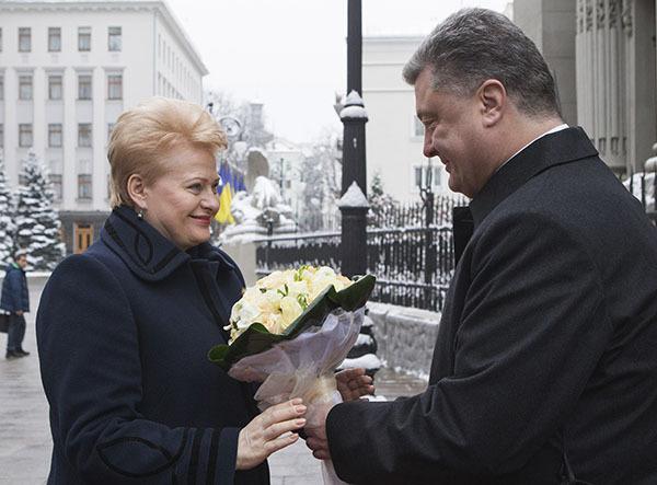 Порошенко: Вопрос о вступлении в НАТО решит украинский народ на референдуме. Порошенко: Вопрос о вступлении в НАТО решит украинский народ на