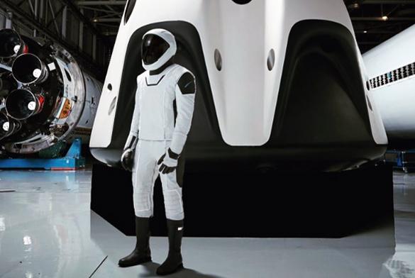 Опубликовано полное фото скафандра SpaceX. Опубликовано полное фото скафандра SpaceX