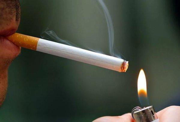 Рюмка и сигарета - настоящие враги России. курение