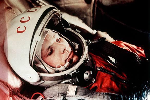 Историческую клевету побеждает дружба Гагарина и Армстронга