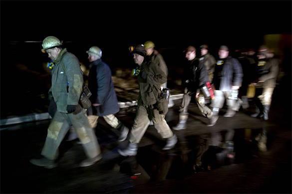 В Луганской области горняки не выходят из шахты, требуя зарплату