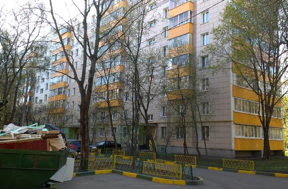 Пасынок Сергея Безрукова умер в пустой квартире. Жилой дом