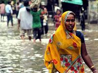 Бушующий в индийском штате ураган унес жизни 20 человек