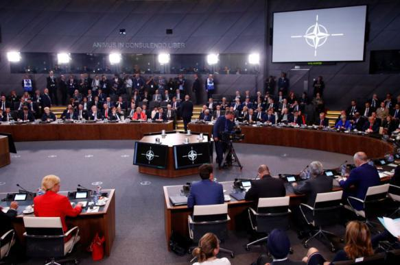 СМИ: НАТО объявило России ультиматум, но не знает, как наказывать за его невыполнение. 395570.jpeg
