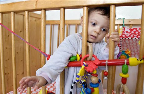 Годовалый ребенок выпал из окна 5-го этажа и выжил. Видео. 297572.jpeg