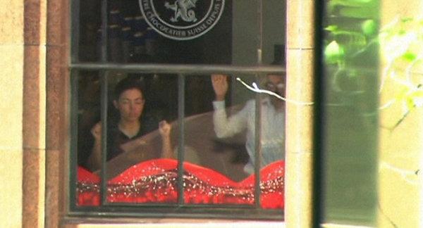 Полиция Сиднея: Из кафе от экстремистов действительно сбежали пять человек. 306576.jpeg