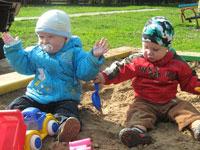Маленького мальчика похоронили в детской песочнице