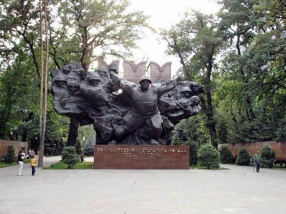 Леонид Млечин - не историк с удачливой судьбой. Мемориал Славы 28 Панфиловцев в Алма-Ате