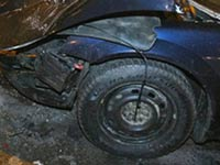 Женщина погибла, протаранив на автомобиле подсобку магазина