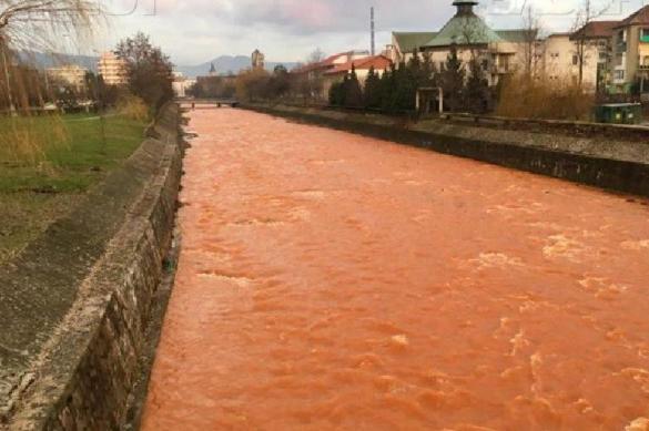 Привет от Дракулы: в центре Трансильвании река окрасилась в кровавый цвет. Привет от Дракулы: в центре Трансильвании река окрасилась в кров