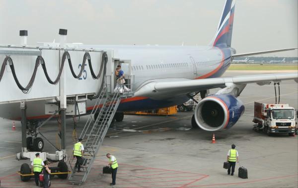 ЧП в Шереметьево: Самолет зацепил хвостом взлетную полосу. Шереметьево, самолет Аэрофлота