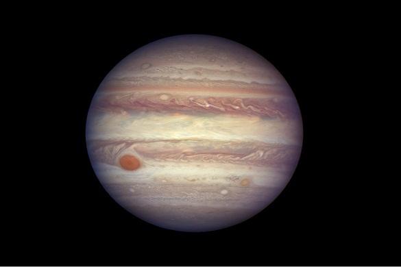 Астрономы обнаружили на Юпитере Большое золотое пятно