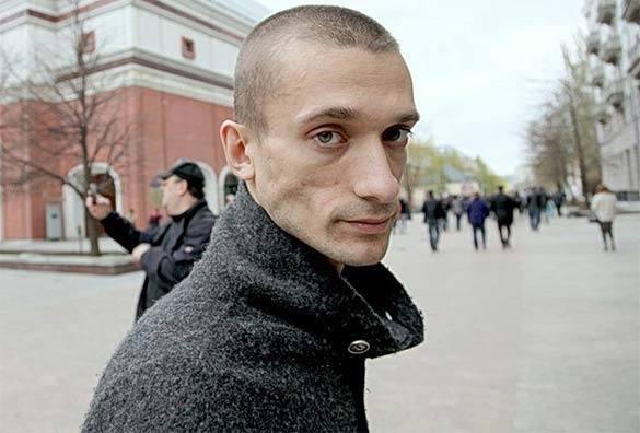 Голый протест подарил Павленскому воспаление легких. 301583.jpeg