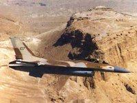 Израильские ВВС нанесли авиаудары по туннелям боевиков в Газе