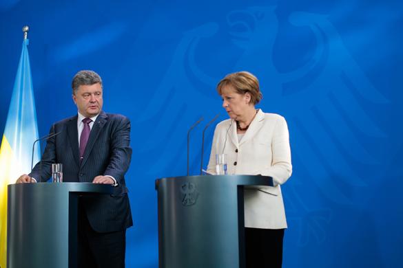 Порошенко полетел на встречу с Меркель. порошенко меркель