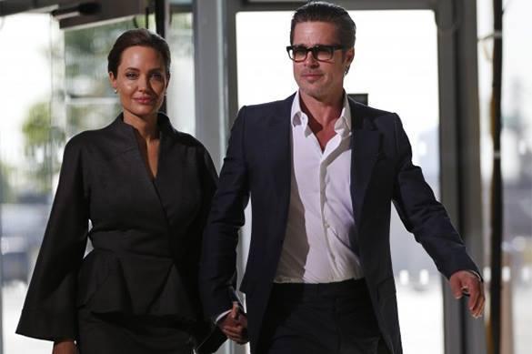 Брэд Питт разводится с Джоли по ее вине.