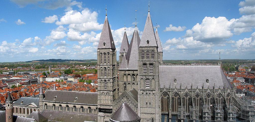 В Бельгии посетителей собора эвакуировали из-за подозрительного чемодана. В Бельгии посетителей собора эвакуировали из-за подозрительного