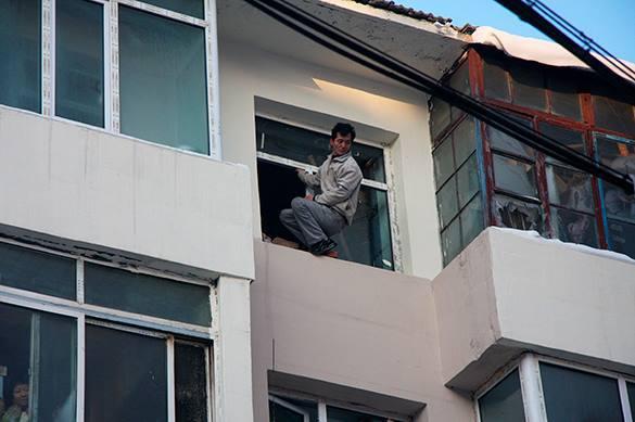 В Южной Корее мужчина прыгнул с 20-го этажа и убил прохожего