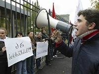 Автомобиль протаранил баррикады грузинской оппозиции