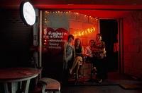 Желающие получить работу в стриптиз-баре не хотят раздеваться