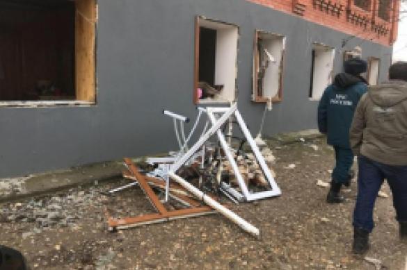 В Чечне при взрыве бытового газа в доме пострадали пять человек. В Чечне при взрыве бытового газа в доме пострадали пять человек