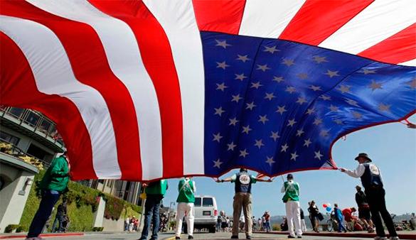 Опрос: неменее 60% американцев очень обеспокоены всвязи с русским «вмешательством»