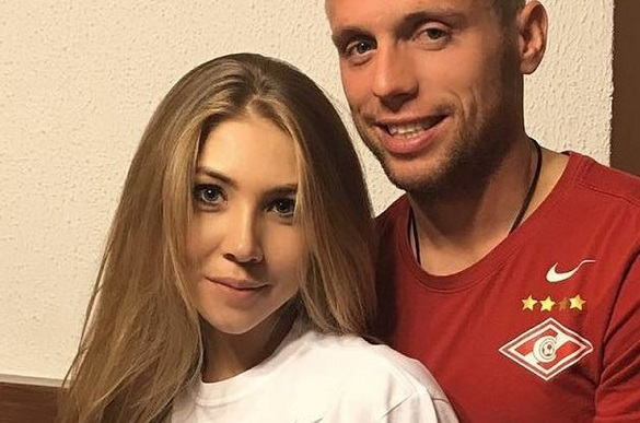 Футболист Денис Глушаков будет выплачивать бывшей супруге по 70 млн рублей в год. 398596.jpeg