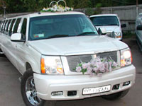 В Москве иномарка врезалась в свадебный кортеж