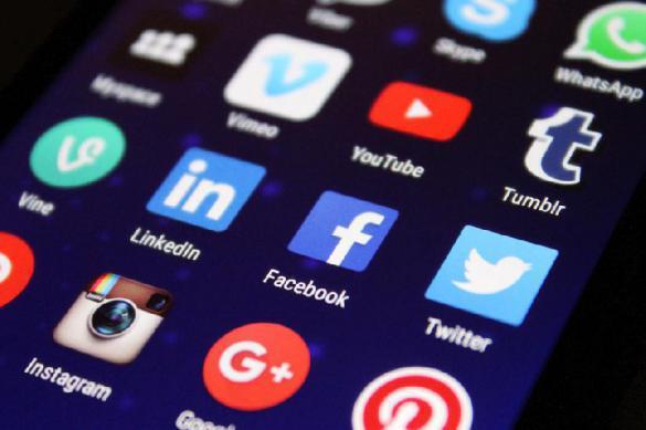 Роскомнадзор потребовал удалить аккаунты нежелательных компаний из социальных сетей
