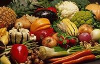 Европейцам вновь придется есть кривые овощи и фрукты