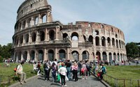 Дожди затопили центр Рима, туристы ходят по колено в воде. rome
