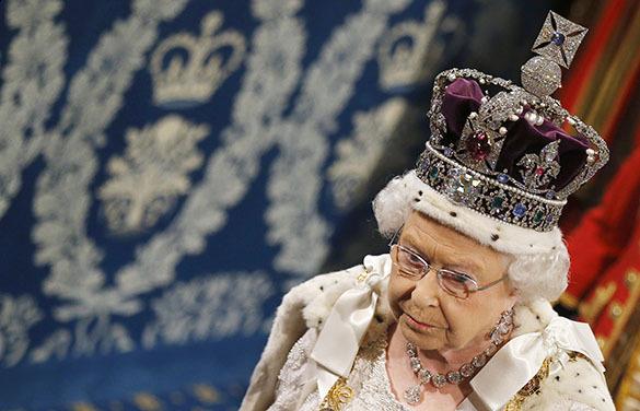 Королева Елизавета II в тронной речи пригрозила
