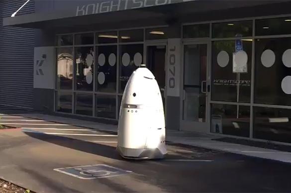 В Кремниевой долине пьяный мужчина напал на безрукого робота-охр