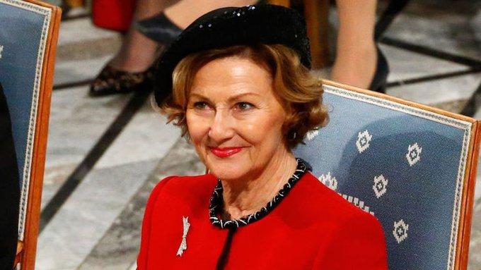 Королева Норвегии прогулялась по лесу с мигрантами. Королева Норвегии прогулялась по лесу с мигрантами