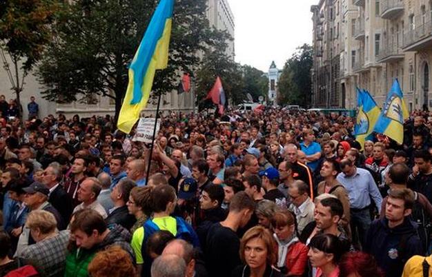 Врачи Херсона выступили против украинской власти. украина флаг митинг