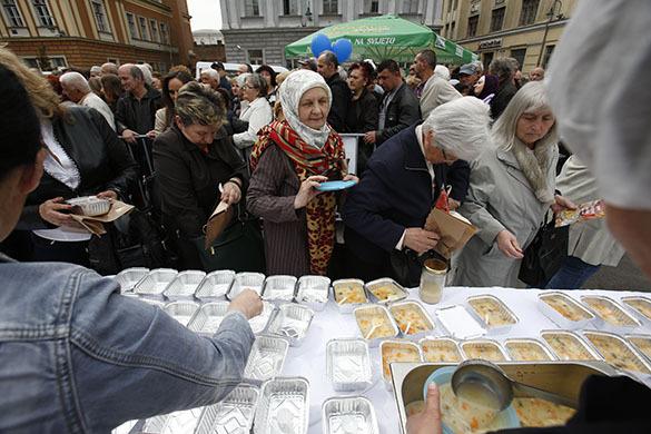 Боснийские повара решили побить рекорд Гиннесса, накормив 14 тысяч человек. Босния, повара