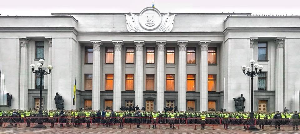 """""""Порошенко в панике"""": Киев стянул войска против акции Саакашвили. Порошенко в панике: Киев стянул войска против акции Саакашвили"""