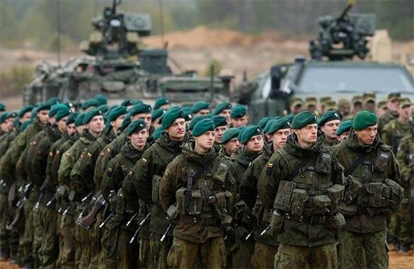 """""""Хоть на уши встаньте, но Украина никогда не войдет в НАТО"""" – политолог. воленные НАТО"""