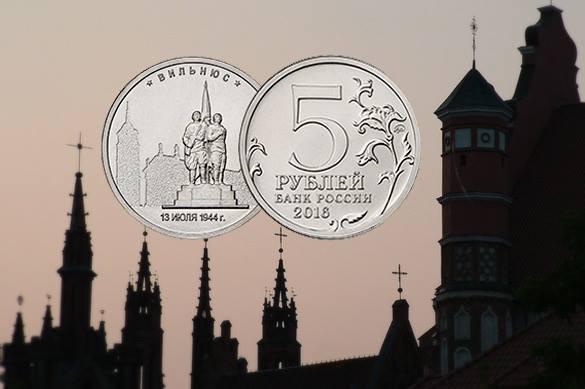 Юбилейные российские монеты с изображением памятника советским с