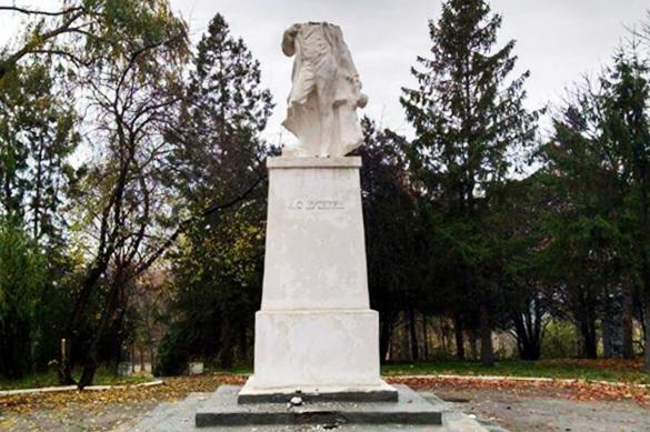 Пушкин тоже виноват: в Молдавии осквернили памятник поэту. Пушкин тоже виноват: в Молдавии осквернили памятник поэту