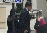 Саркози вновь навестил супругу и новорожденную дочь. sarkozy