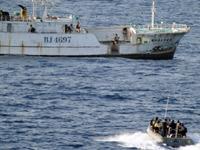 Вертолет НАТО отбил пиратскую атаку на сухогруз