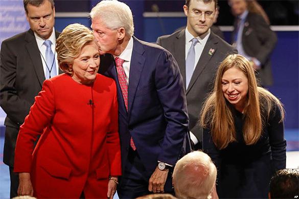 WikiLeaks: Семья Клинтон погрязла в изменах и драмах