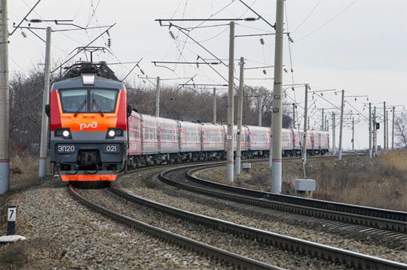 Поезд Воркута-Санкт-Петербург столкнулся с дрезиной и сошел с