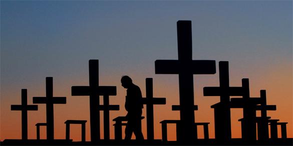 По кладбищу в Мурманске пустят рейсовый автобус. Кладбище на закате